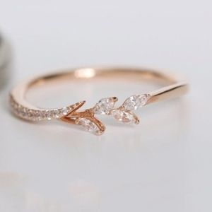 Jewelry - delicate Filigree Leaf eternity ring_rosegold